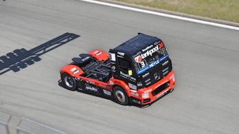 Szakszerűtlen mentés közben sérült a kétszeres Európa-bajnok magyar kamionja