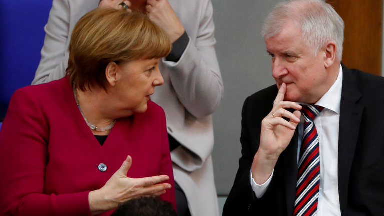 Ultimátumot adott Merkelnek belügyminisztere és koalíciós partnere