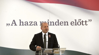 Orbán a hazafias nevelést bízta rá Simicskóra