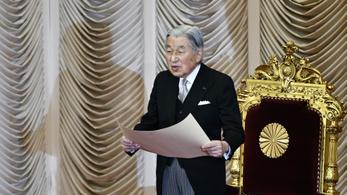 Rosszullét miatt lemondta programjait a 84 éves japán császár