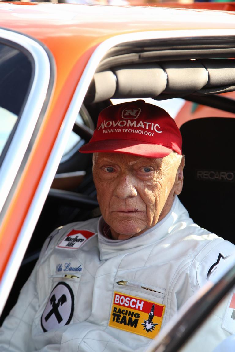 A Legendák Parádéján a talán legnagyobb élő legenda, a háromszoros világbajnok Niki Lauda is tűzálló ruhát húzott magára. Christian Danner, Gerhard Berger és sokan mások mellett ő is megtett néhány tempós kört egy klasszikus BMW 3.6 CSL-ben ülve