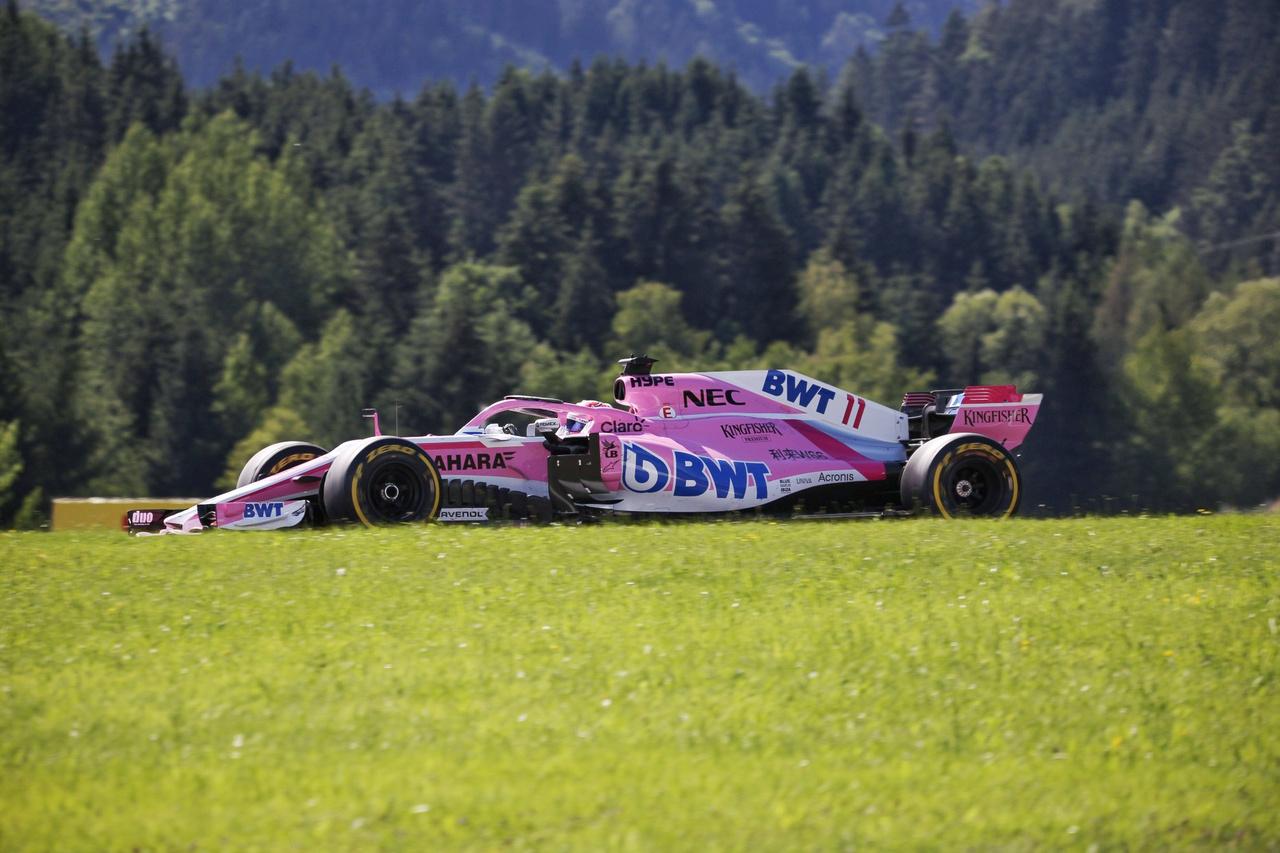 Sergio Perez természetjárása. A két Force India pilóta és a csapat nagyon összekapta magát a futamra, a tavalyi teljesítményüket idézve 6. és 7. helyen futottak be, amire szombaton még túl sok esélyt talán még a csapat sem látott. Szafnauer, a csapat vezetője is meglehetősen lógó orral járkált a paddockban