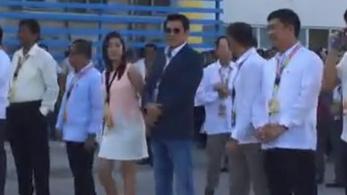 Orvlövész végzett egy ünnepségen egy Fülöp-szigeteki polgármesterrel