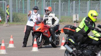 Aki jobban motorozik, jobban is élvezi a motorozást