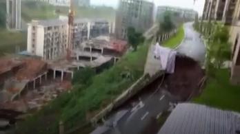 Beomlott egy út 50 méteres szakasza Kínában