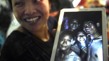 Kilenc nap után megtalálták a barlangban eltűnt thaiföldi gyerekfocicsapatot