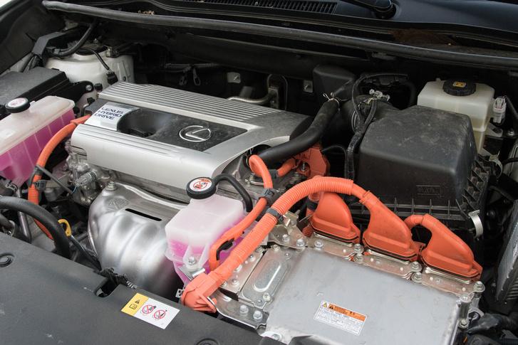 Az elv ugyanaz, mint az első hibrid Toyotánál, de finomabb és hatékonyabb mint valaha
