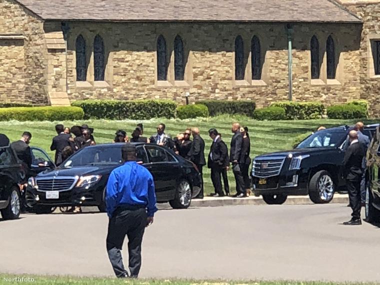 Lesz majd egy nyilvános megemlékezés is, de Joe Jackson temetésére csak a családtagok mehettek el