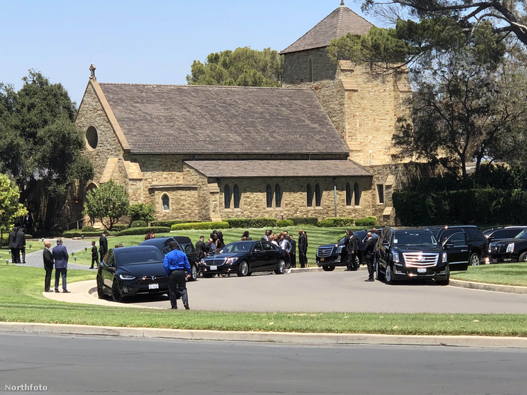 Joe Jackson temetése hétfőn volt, és ugyanabban a temetőben temették őt is, ahol fiának, a szinte napra pontosan 9 évvel korábban elhunyt Michael Jacksonnak a mauzóleuma is áll