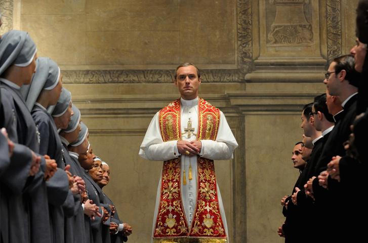 Jude Law Az ifjú Pápa című HBO sorozatban