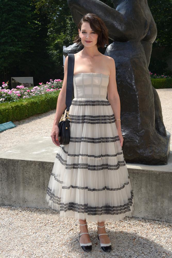 Szintén hétfőn volt a Dior Haute Couture bemutatója, amin Tom Cruise egy másik exe vett részt: Katie Holmes.