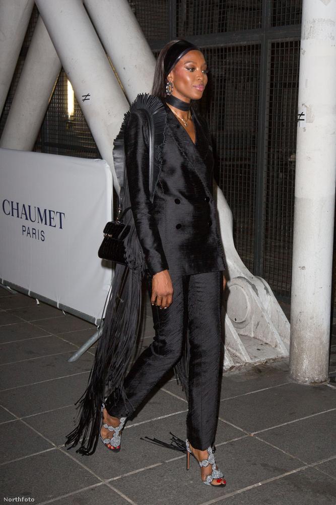 ...másrészt Naomi Campbell két lábon járó legenda is ott volt