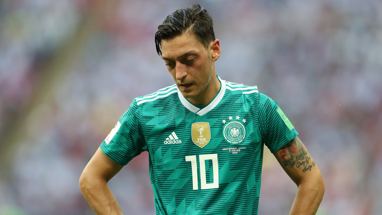 Hogyan lett közkincsből közellenség Mesut Özil?