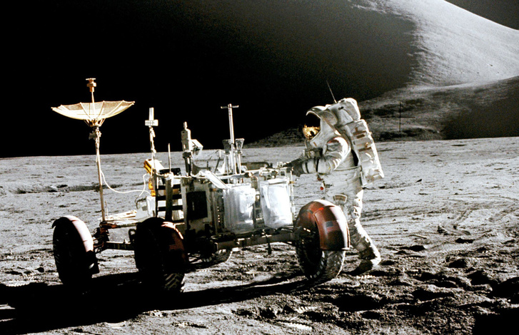 James Irwin és az LRV a Holdon, az Apollo-15 útján