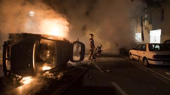 Zavargások törtek ki Franciaországban, miután egy rendőr nyakon lőtt egy fiatalt