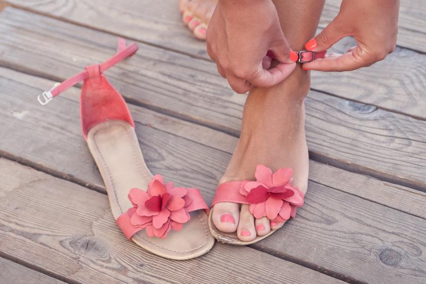 Kényelmes, divatos nyári szandálok 7 ezer forint alatt - Ezekben nem fog fájni a lábad
