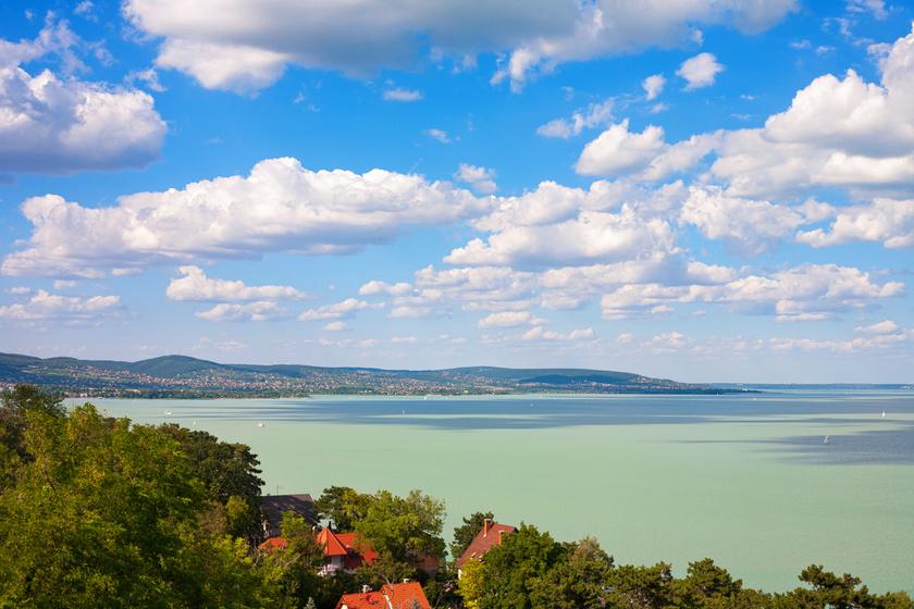 Homokos, lassan mélyülő, gyerekbarát strandok a Balaton körül: 5 szuper célpont