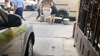 Ebéddel állta el egy vállalkozó a mentők útját