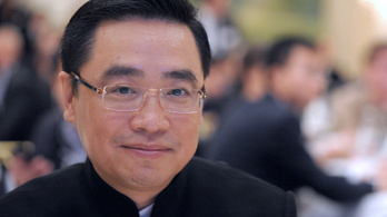 Fényképezkedés közben leesett egy falról, és meghalt egy ismert kínai üzletember