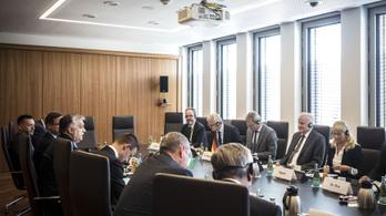 Orbán Viktor: Egyetlen bevándorlót sem fogadunk vissza