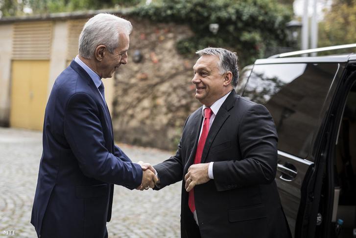 Stanislaw Tillich szászországi tartományi miniszterelnök fogadja Orbán Viktor kormányfőt Drezdában 2017. november 7-én.