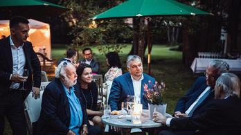 Orbán Viktor Leslie Mandoki kerti partiján vendégeskedett