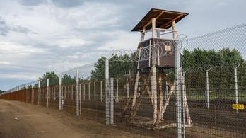 Rendőrök váltják le a katonákat a határkerítésnél