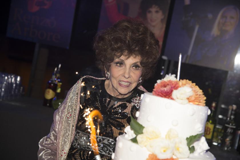 Még mindig remekül néz ki a színésznő - meg nem mondanánk, hogy már 91 éves!