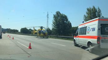 Mentőhelikoptert kellett küldeni az M0-áson történt balesethez