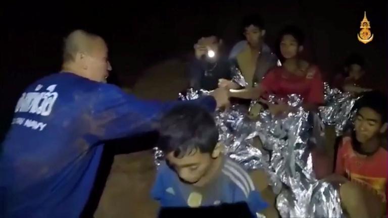 Egyre jobban szorítja az idő a thai mentőcsapatokat