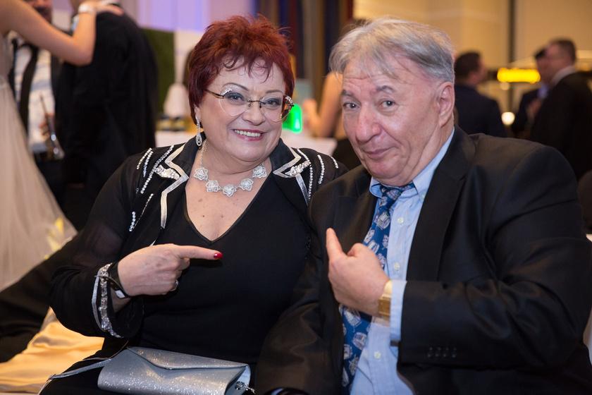 Pál Éva és Bardóczi Gyula az idei Story-gálán, amelyen a Neoton Família munkásságát Legenda-díjjal ismerték el.