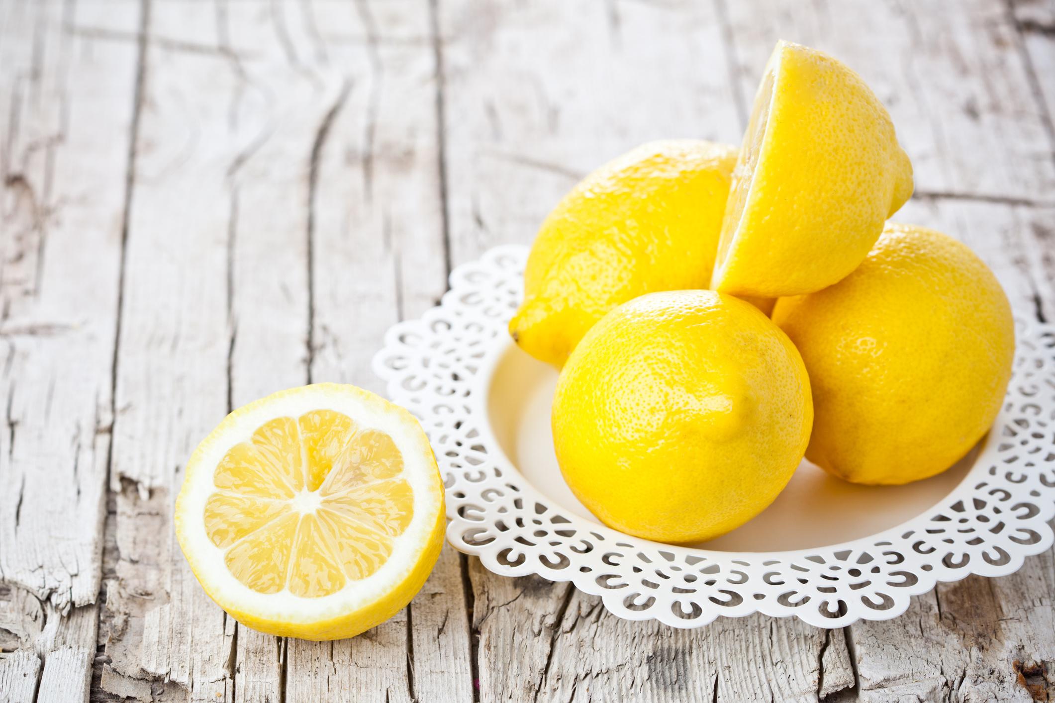 citrom az arcon lévő vörös foltok ellen)