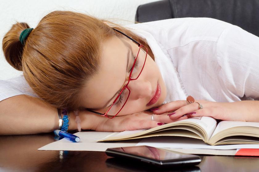 a kevesebb alvás miatt lefogy