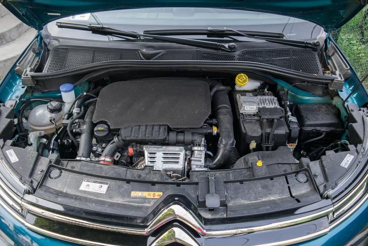 Ezt a motort nagyon sokféle verzióban láttam már, és volt, ahol sokkal jobb volt. Nem tudom, miért ennyire inhomogén az 1.2 PureTech a különböző autótípusokban