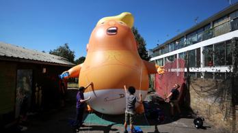 Pelenkás Trump-óriáslufival fogadja London az amerikai elnököt