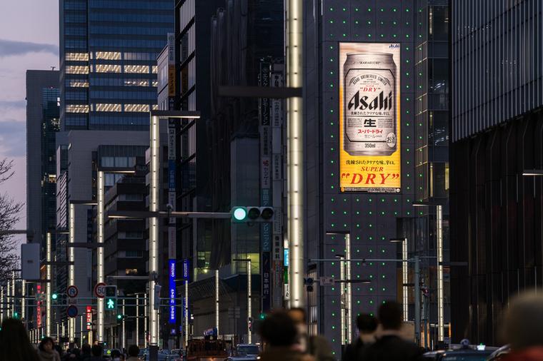 Azt mondja, hogy Tokióban az étkezéseket sörrel indítják, és azzal is zárják