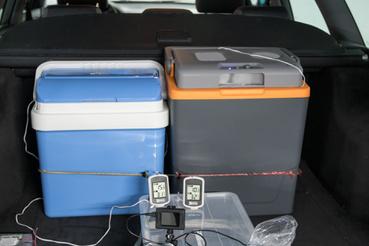 A mérőrendszer két egyforma külső-belső hőmérőből állt, a külső hőmérő vezetékes érzékelője ment a dobozokba, a kamera meg rögzítette másodpercenként, hogy hány fokot mutattak
