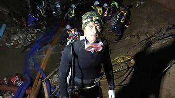 Oxigént vitt egy mentőbúvár a thai gyerekeknek a barlangba, végül az övé fogyott el, és meghalt