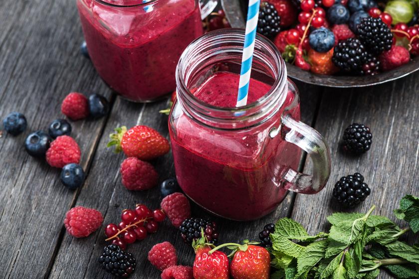 Laktató, sűrű smoothie bogyós gyümölcsökből: szuperhatékony fogyókúrás finomság