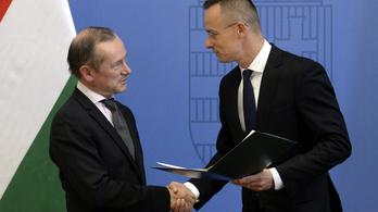 A Magyar Érdemrend középkeresztjét kapta a francia nagykövet, aki kiállt Orbán mellett