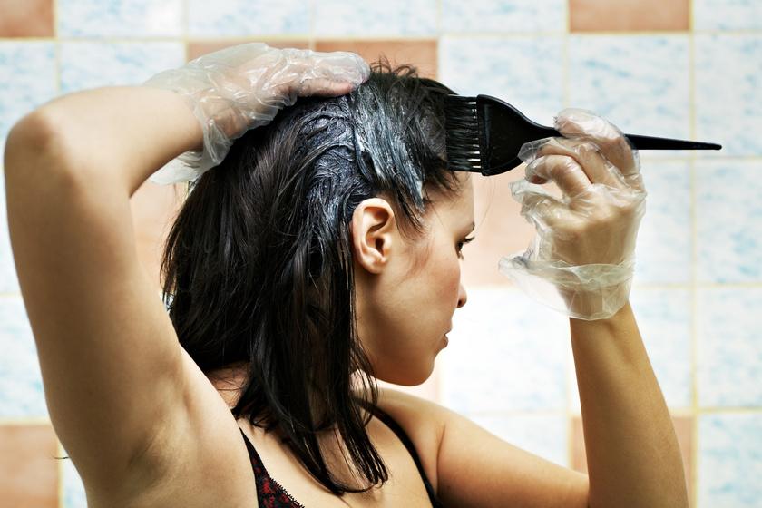Így lesz csak egységes, foltmentes az otthoni hajfestés: egy elhasznált fogkefe már sokat segít
