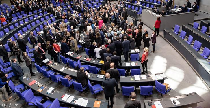 Képviselők a Bundestag üléstermében, Berlinben