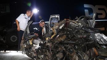 Három ember halt meg egy hármas karambolban