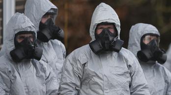 Magyar orvos kezeli a szovjet idegméreg újabb két áldozatát Angliában