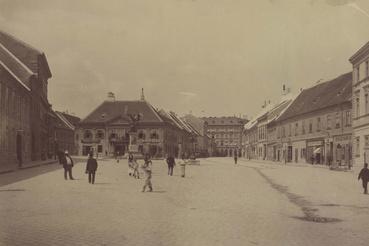 A Dísz tér északi oldala. A felvétel 1893 körül készült