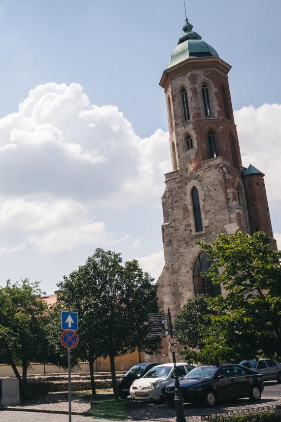 A templomból mára csak a Mária Magdolna torony maradt meg.