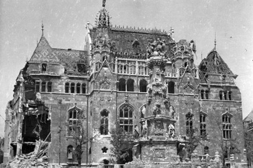 A Pénzügyminisztérium épülete a háborús sérülésekkel 1945-ben