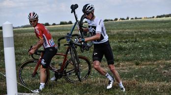 Káosszal indult a Tour: Froome árokba repült, lemaradt