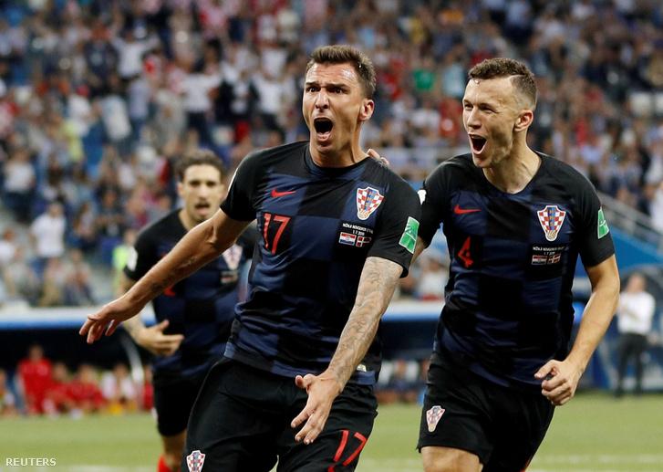 Ünneplő horvátok a Dánia ellen játszott meccsen