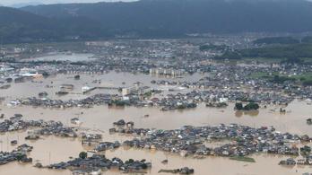 Soha nem látott heves esőzés Japánban, rengeteg a halott
